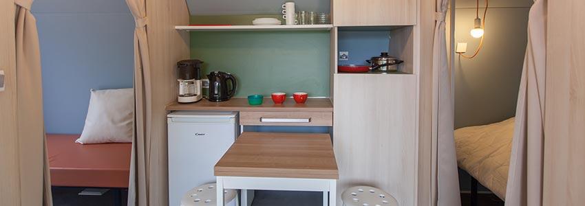 Glamping in huurtent comfort met leefruimte en twee slaapkamers
