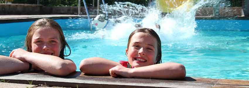 Verwarmd zwembad met glijbaan: gegarandeerd plezier!