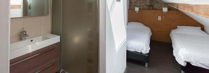 Slaapkamer in landhuis met badkamer op de kamer