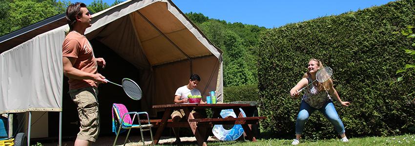 De cabane is een basic kampeerhut voor 6 personen